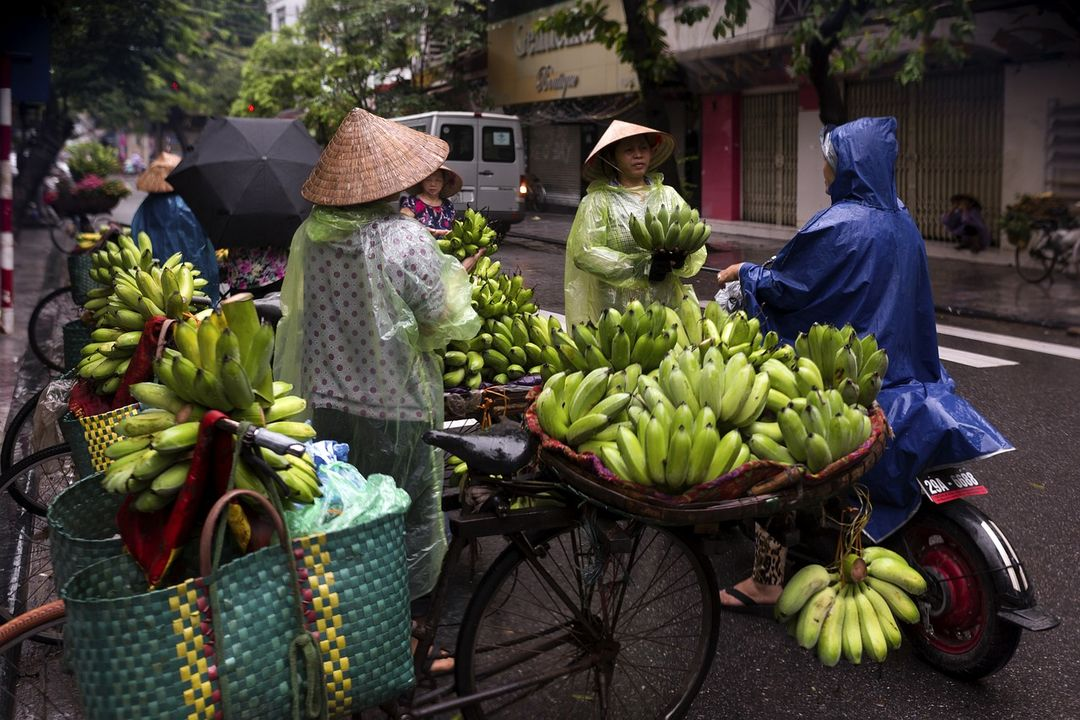 Vendors in Hanoi | Vietnam motorbike tours | Saigon Riders