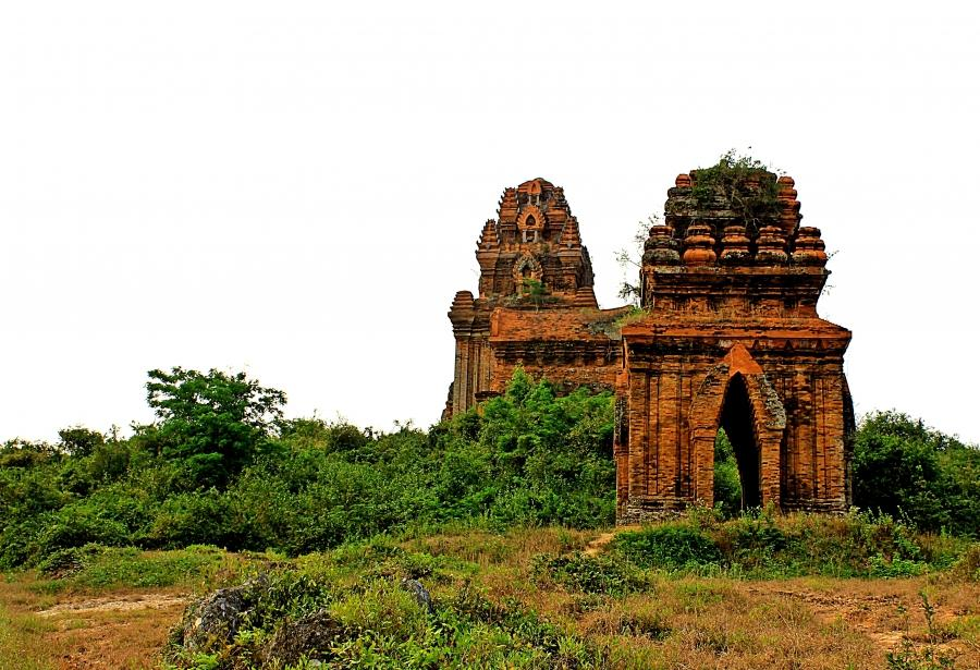 banh-it-tower-has-been-there-for-more-than-1000-years-saigon-riders