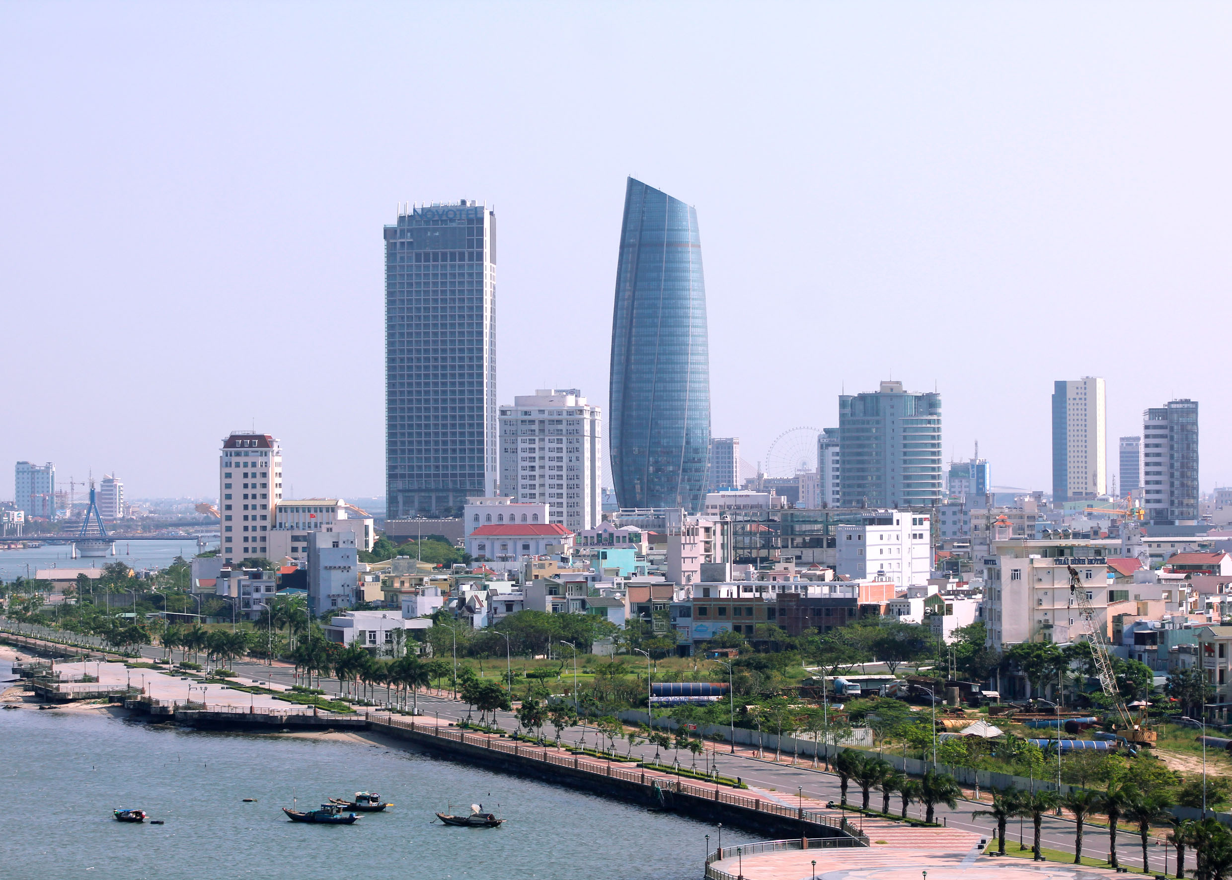 Da Nang is simply modern and active in the day time