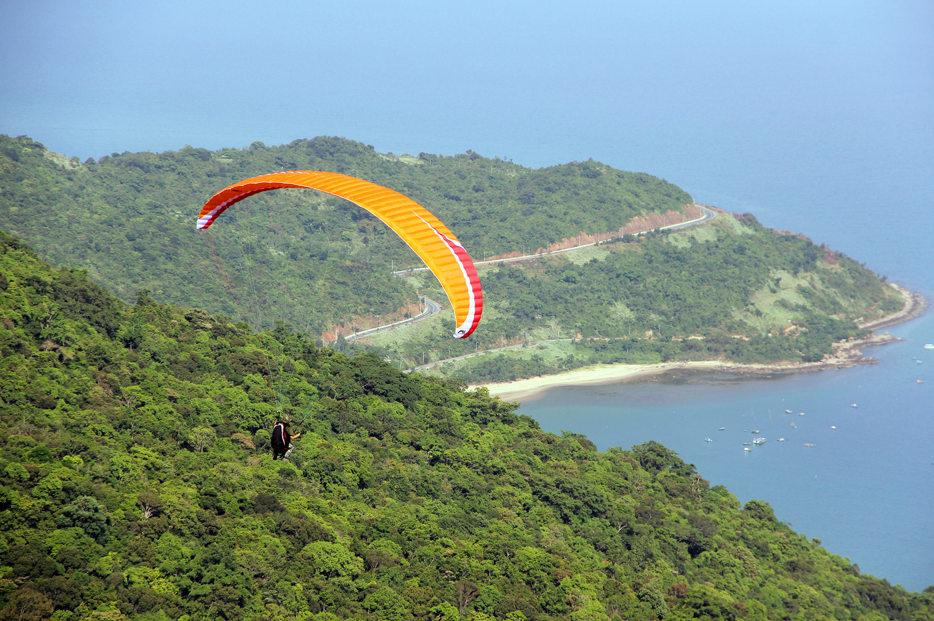 Paragliding from the top of the mountain in Son Tra Peninsula