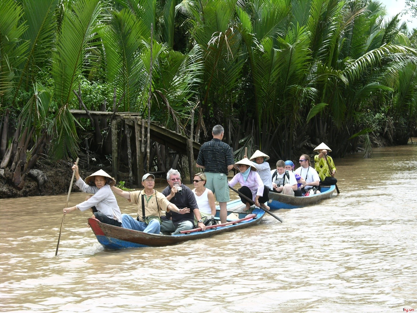 touring-on-a-boat-should-always-be-included-in-a-mekong-adventure-tour-saigon-riders