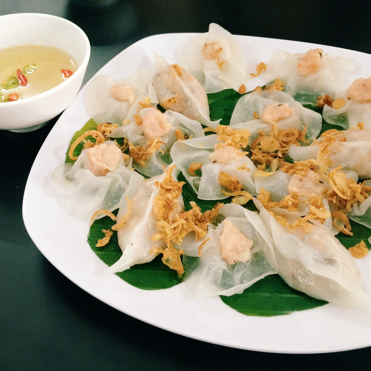banh-bao-vac-or-white-rose-dumplings-in-hoi-an-are-well-cooked-than-the-others-saigon-riders