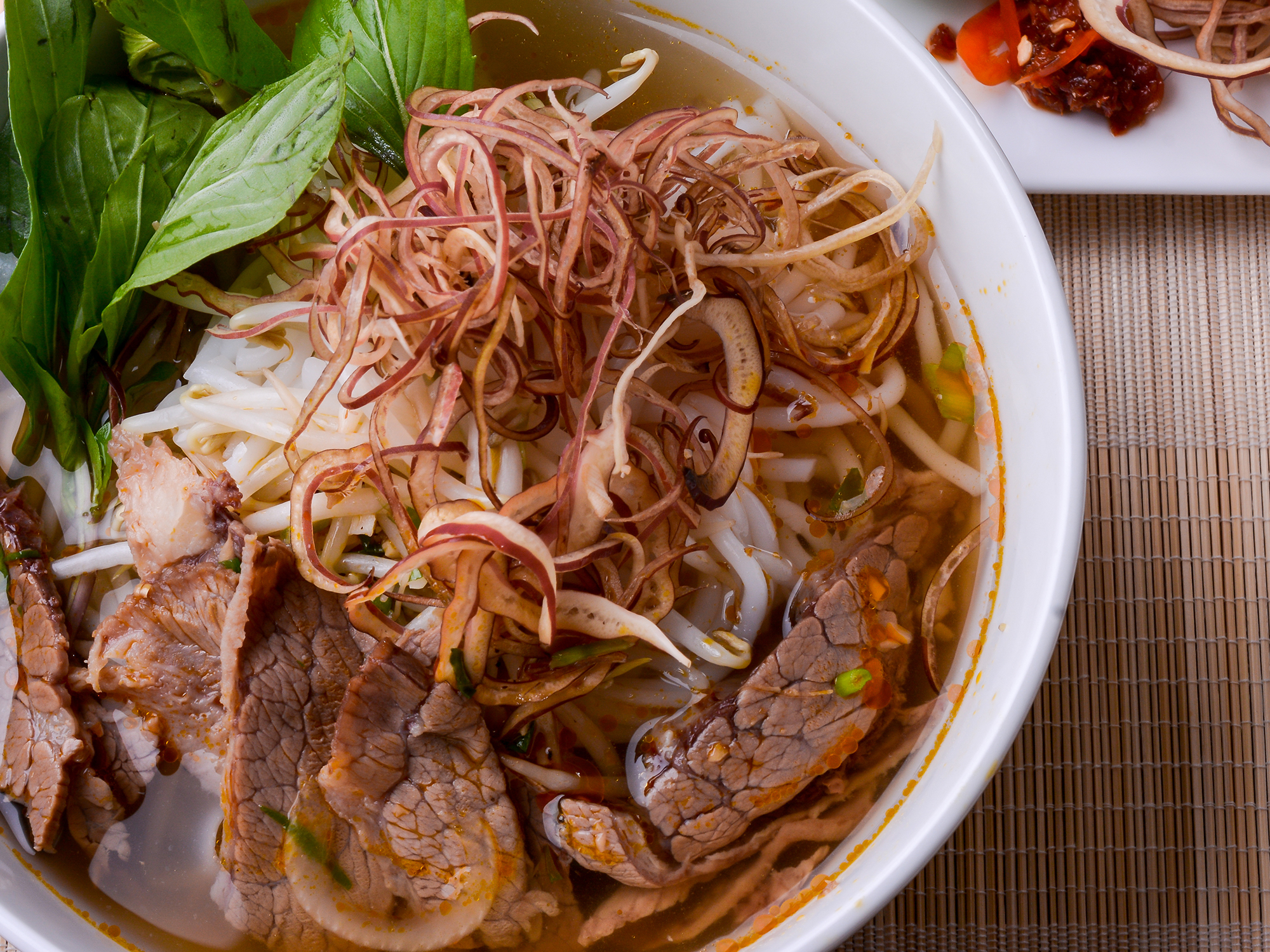 bun-bo-hue-is-preferred-the-second-after-pho-when-tasting-specialties-in-vietnam-saigon-riders
