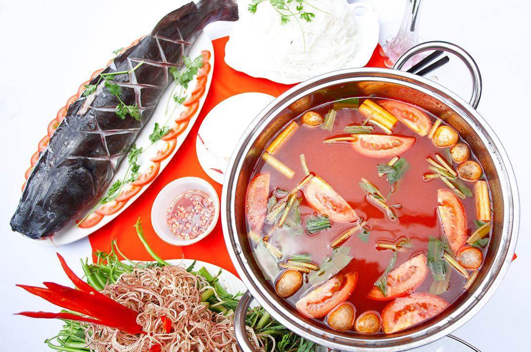 catfish-hot-pot-can-make-your-tongue-satisfied-saigon-riders