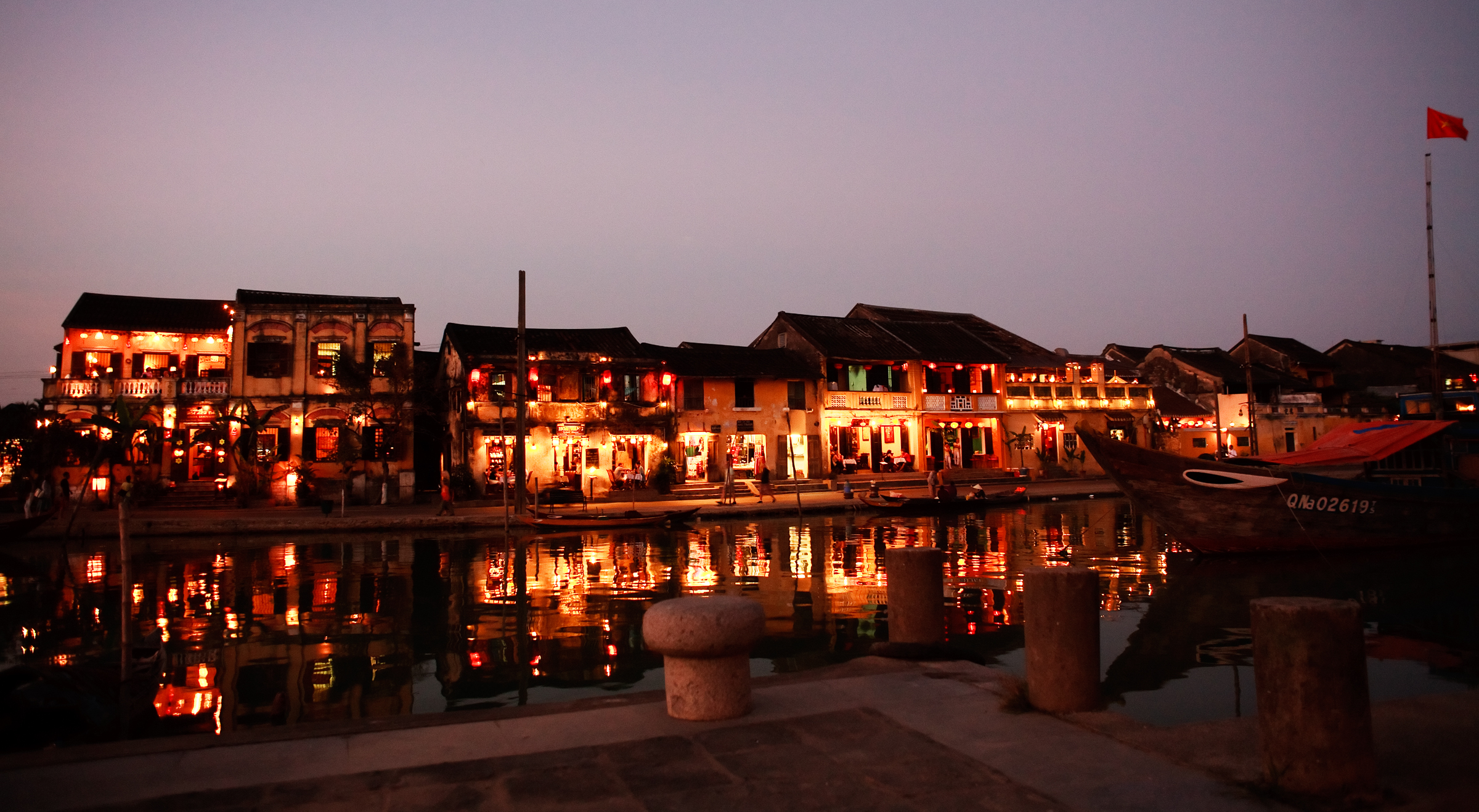 hoi-an-ancient-town-is-terrifically-beautiful-at-sunset-saigon-riders