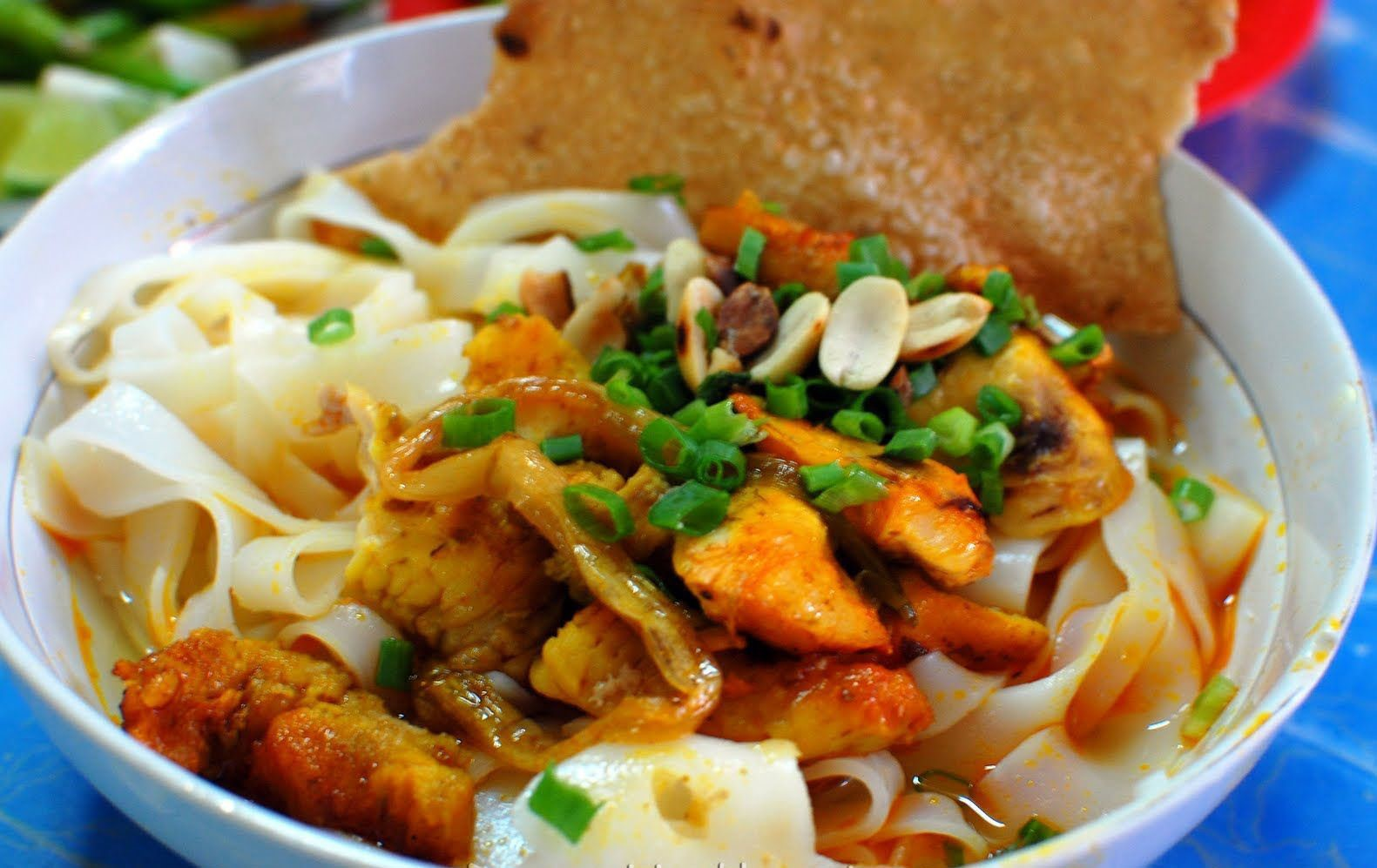mouthwatering-mi-quang-quang-noodles-in-hoi-an-has-quite-strong-flavour-saigon-riders
