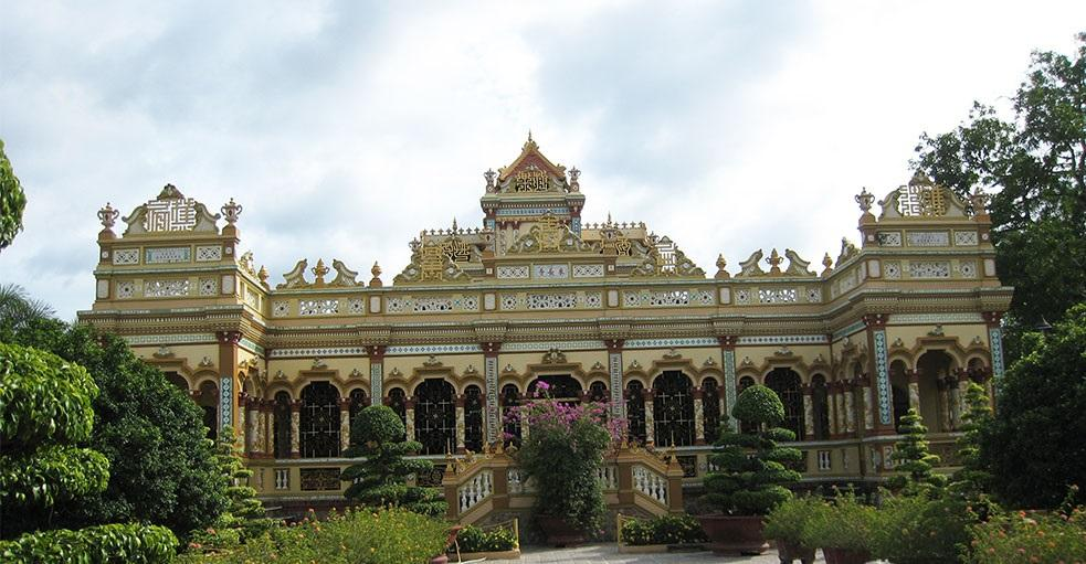 Vinh Trang Pagoda has a very unique architecture