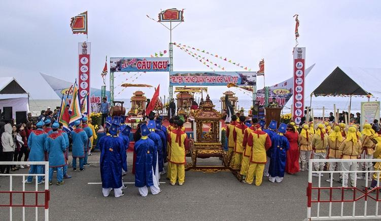 People in coastal areas are preparing for the funeral speech in ca ong festival
