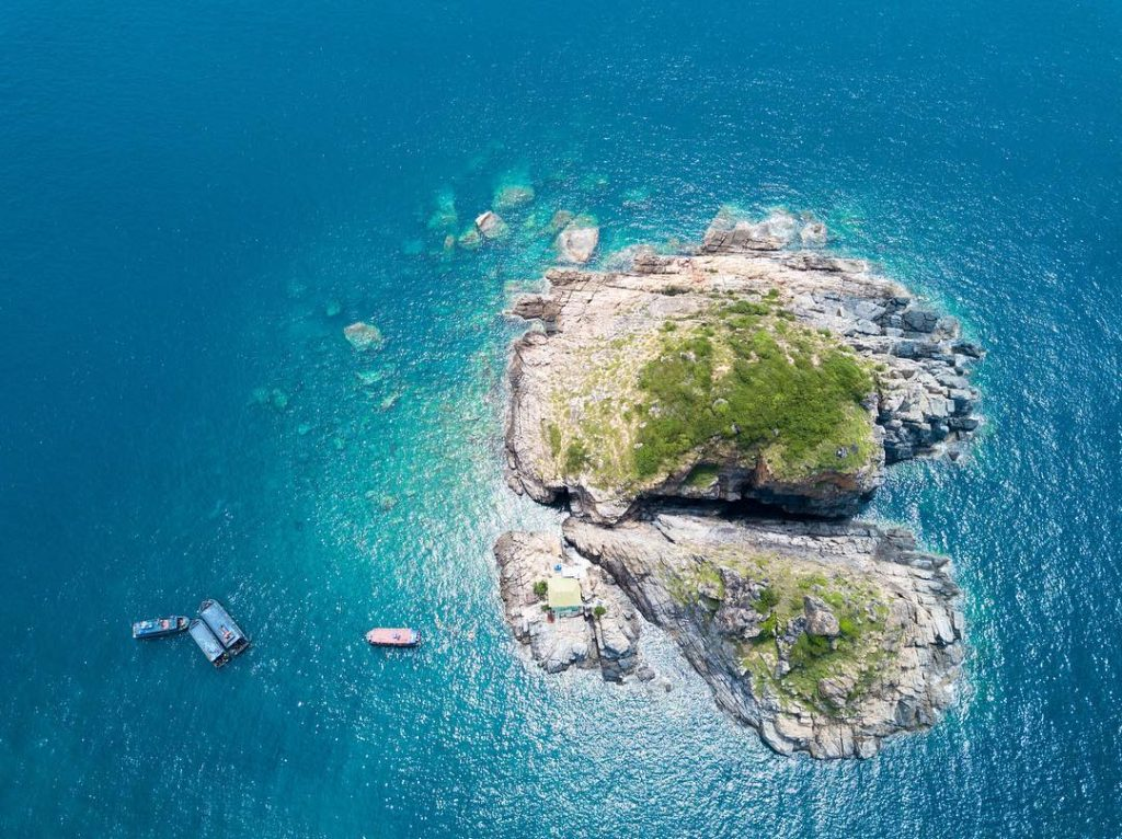 Ariel view of Hòn Mun island, Nha Trang, where you should check-in the first
