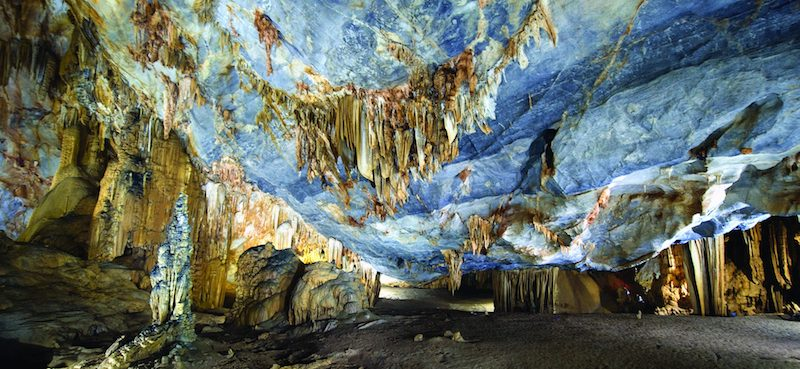 A capture inside Thien Duong Cave, we cannot deny its attractions