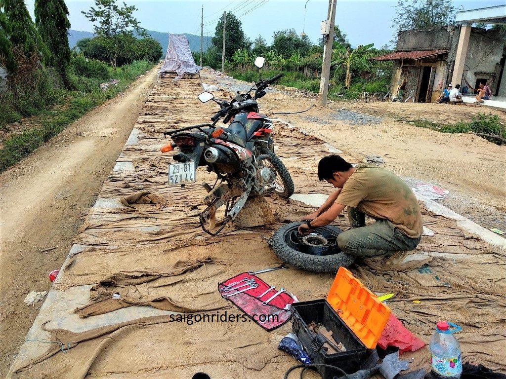 flat tire, vietnam motorcycle tour