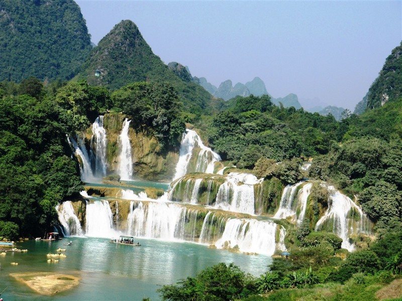 People join tour central highland to Gia Lai for the splendid 9-floor waterfall