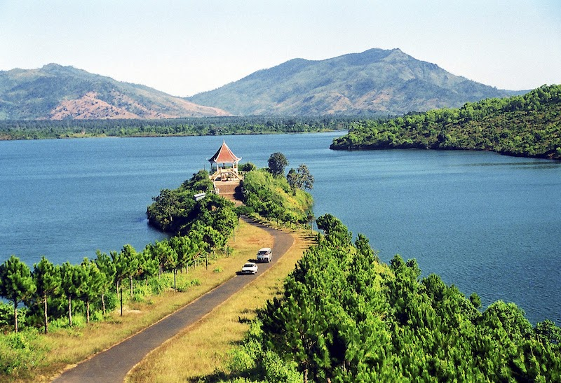 Tơ Nưng lake goes into many songs, poems about the central highland, Vietnam